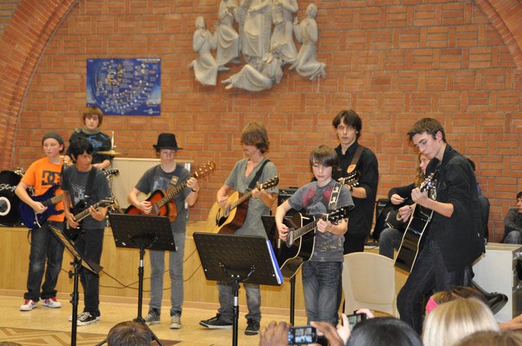 Club Guitare au Collège Dominique SAVIO